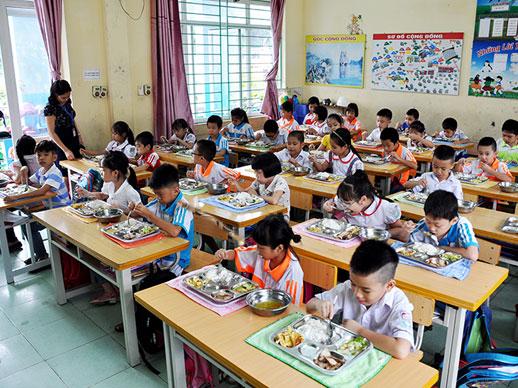 Một suất ăn trường học không chỉ cung cấp đầy đủ chất dinh dưỡng cho học sinh mà phải đảm bảo an toàn vệ sinh thực phẩm.