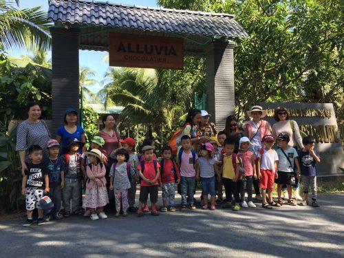 thăm quan vườn cacao cho trẻ