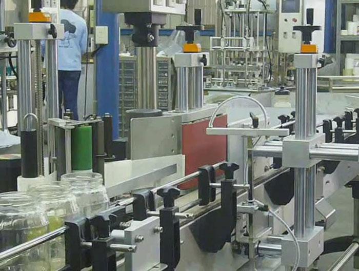 KWT - đơn vị cung cấp sản phẩm máy dán nhãn chai tròn tại TP. HCM