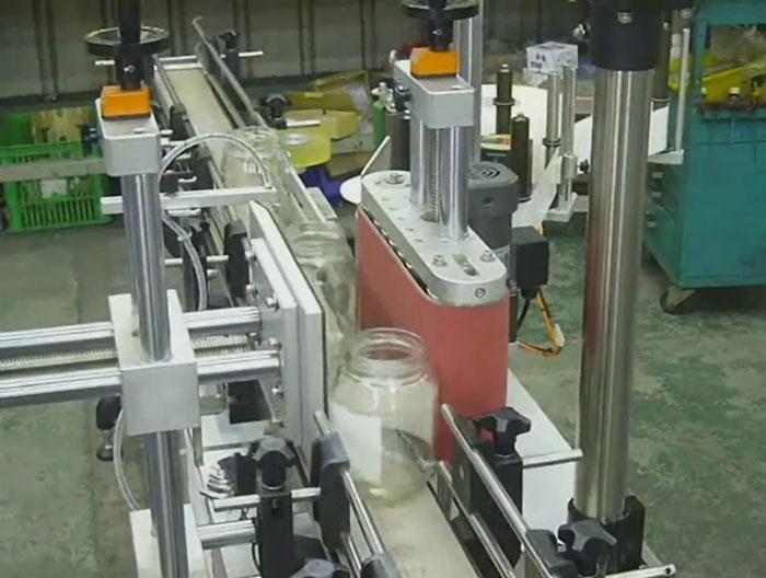 Lựa chọn máy dán nhãn chai tròn