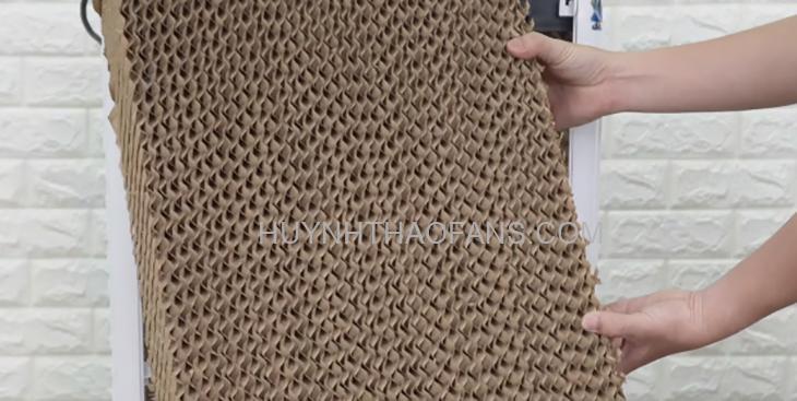 Tấm làm mát cooling pad mang hình dạng tổ ong