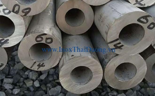 Ống đúc inox 304 thể hiện độ bền và khả năng chống ăn mòn vượt trội