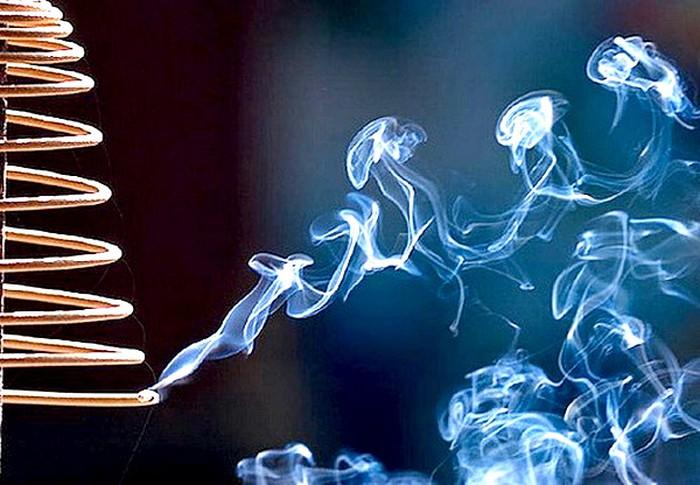 Các loại nhang hóa chất hiện nay có hại cho sức khỏe tương đương với thuốc lá